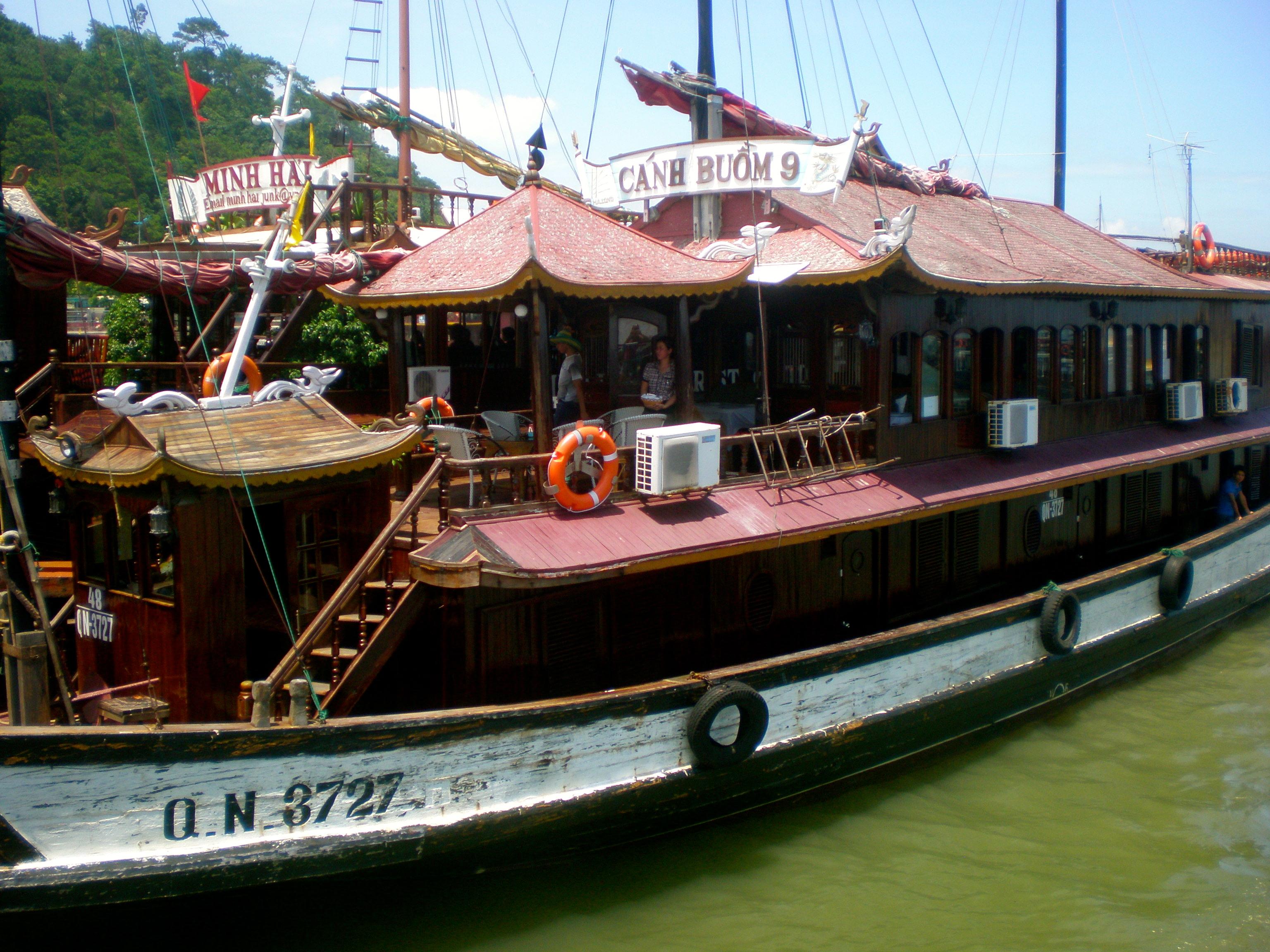 boat Halong Bay