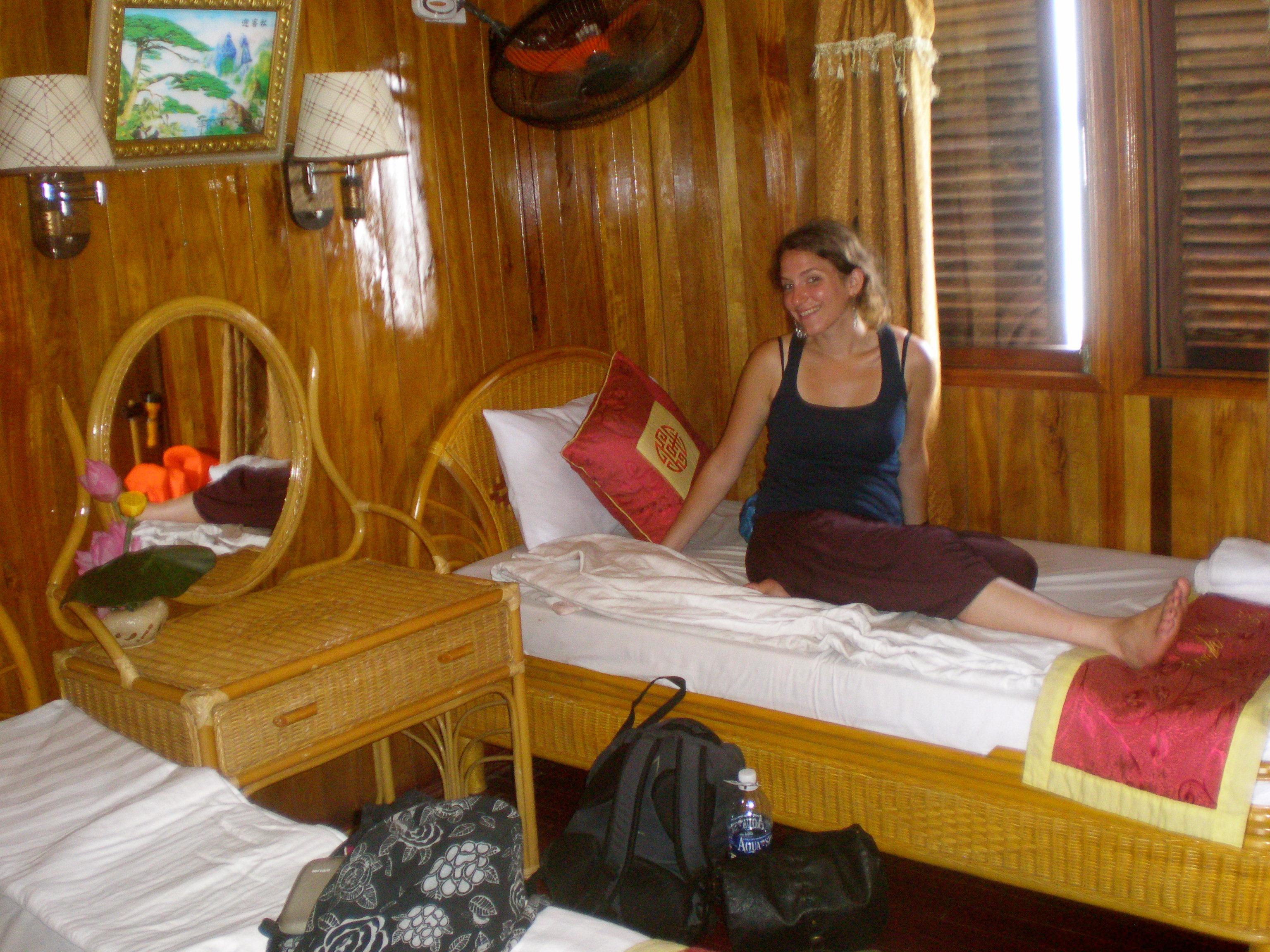 Cabin boat Halong Bay