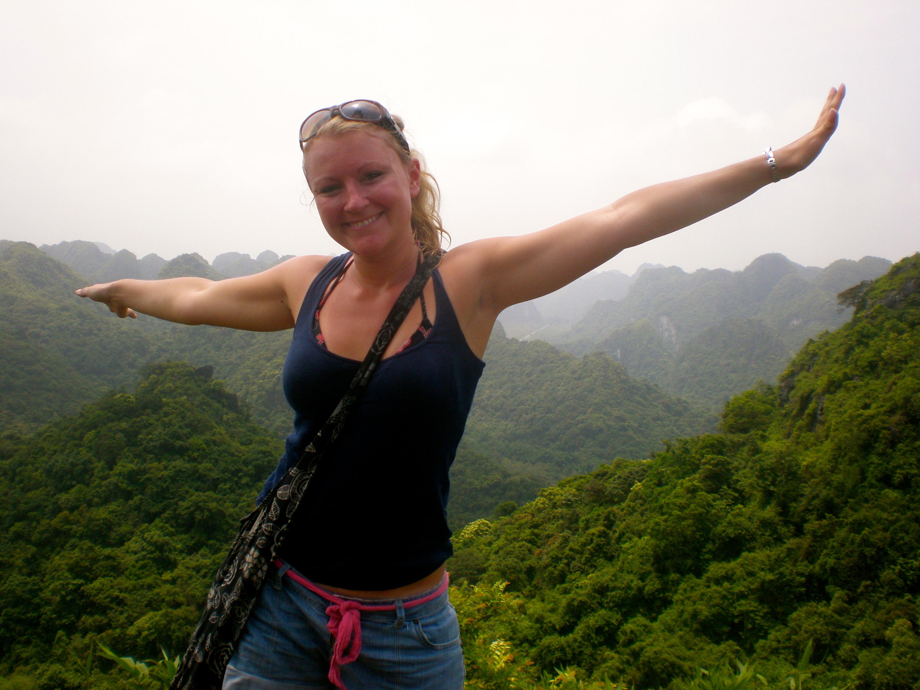 trekking Cat Ba island